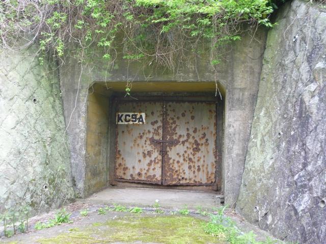 左の弾薬庫