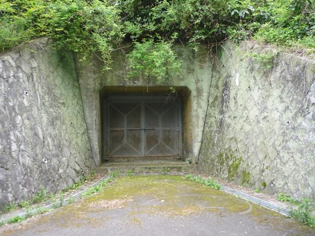右の弾薬庫