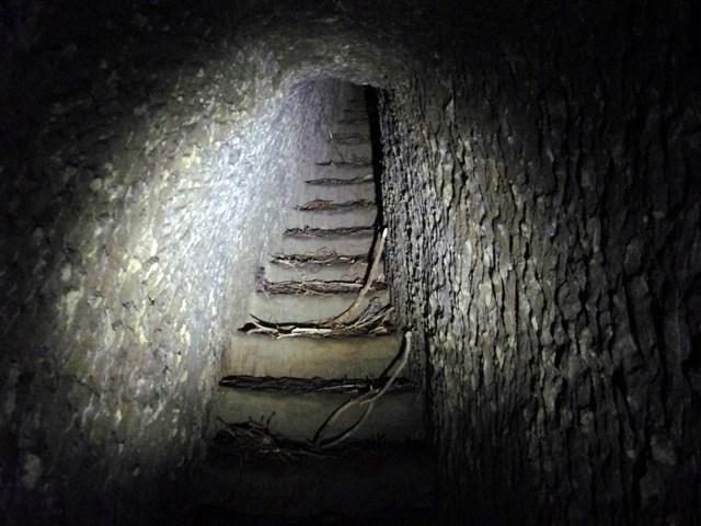 階段現ル。