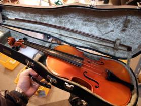 店内2ヴァイオリン