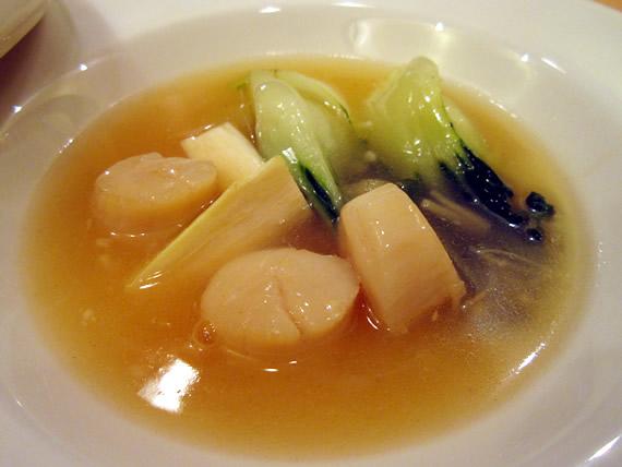 ホタテと斗白のスープ、まこも茸