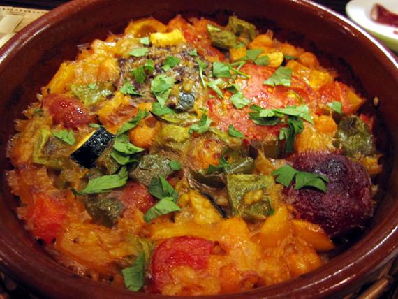 スペインソーセージと野菜の土鍋パエリャ