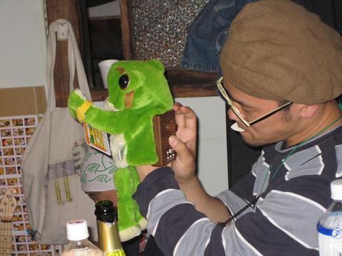 エレキ鳴き蛙さん