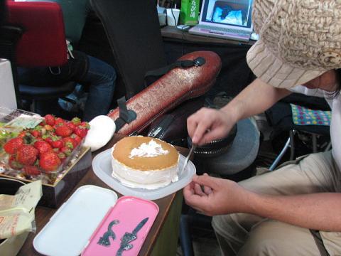 バースデイケーキ作成中