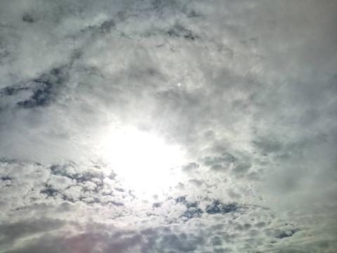 水は満々・・雲は悠々
