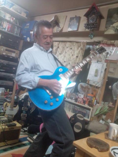 青いギター買っちゃいました