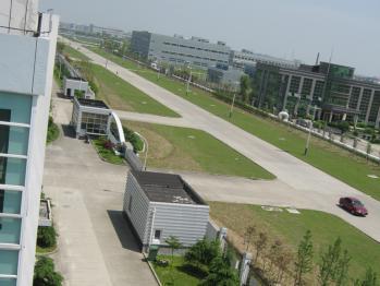 広くてとても綺麗な工場です。