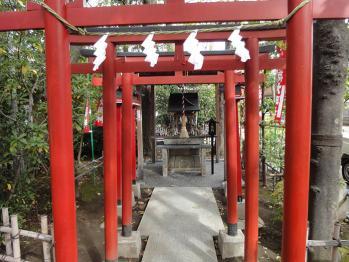 新田神社内にある稲成神社