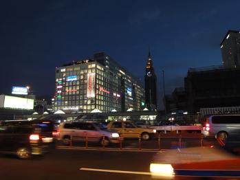新宿駅南口で夜間撮影 01
