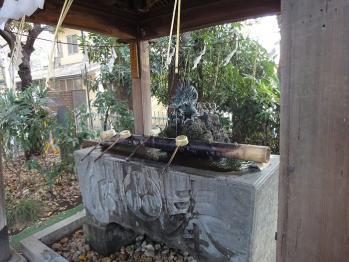 小平神明宮の手水舎です。