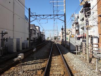 武蔵新田駅の踏切で撮影