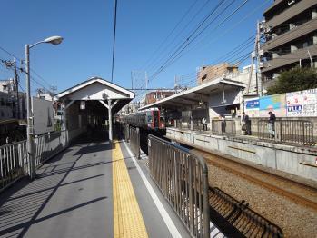武蔵新田駅のホームで青空を撮影
