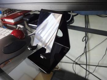 サンワサプライ製の デスクトップスタンド PDA-STN2BKです。