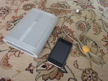 Power Mac G4 CubeのACアダプターとiPod touch
