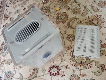 Power Mac G4 Cube本体とACアダプター