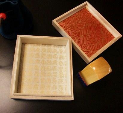 和紙飾り桐箱・柘印 (2)