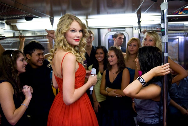 Taylor Swift 2009 You Belong with Me A (04)