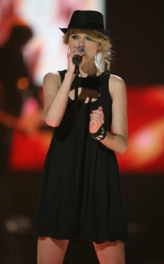 Taylor Swift 2008 Picture to Burn (02)