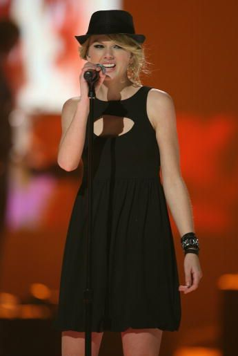 Taylor Swift 2008 Picture to Burn (03)