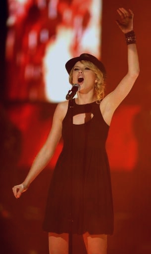 Taylor Swift 2008 Picture to Burn (05)