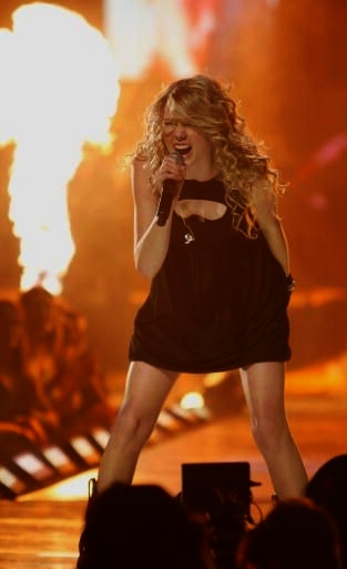 Taylor Swift 2008 Picture to Burn (09)