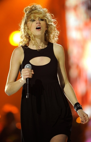 Taylor Swift 2008 Picture to Burn (12)