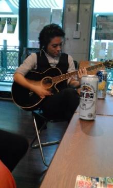 ギター弾く