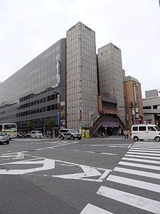 ヨドバシ梅田前交差点
