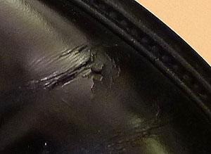 リーガルのプレーントウ。ひび割れて穴が空いてる
