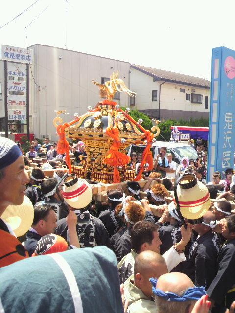 鉾神社宮神輿 七瀬川沿いにて