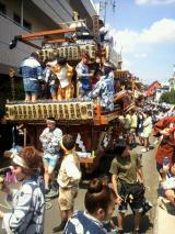 神輿を迎える為、山車が一斉に囃子たてます