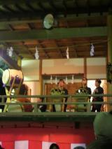 伊香保神社境内の神楽殿では伊香保祭囃子保存會の皆さんが祭りを盛りあげます