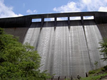 ダムは満水です