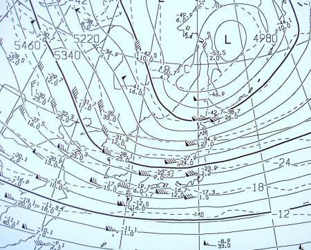 2011年1月11日00時の500hPaの等高度面の気温分布