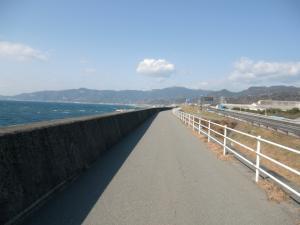 堤防の道2