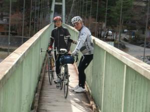 吊り橋って揺れて楽しい