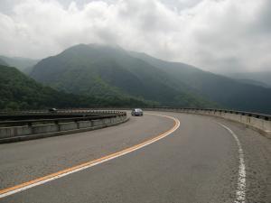 丘に建つ橋