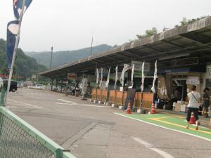 駅の様なバス亭