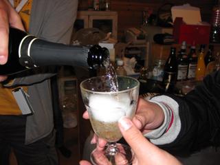 アーゲェ君にシャンパン