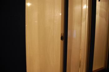 ポーランドホワイトリネン 夜のカーテンの透け感-01