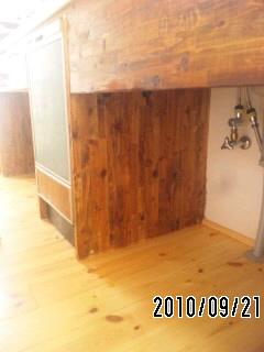 キッチン造作台を塗る