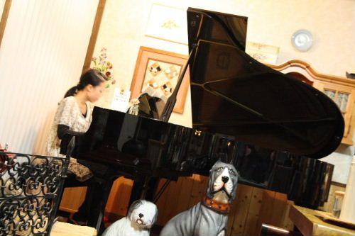 ピアノ生演奏中♪