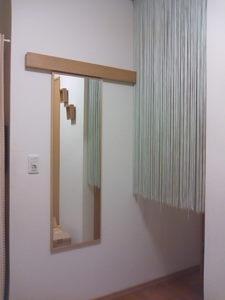 実はここには以前から無印良品の「壁に付けられる家具・長押」を設置していたのです。 ダンナは付けたままでもいいように鏡を設置してくれましたが、別のとこに  ...