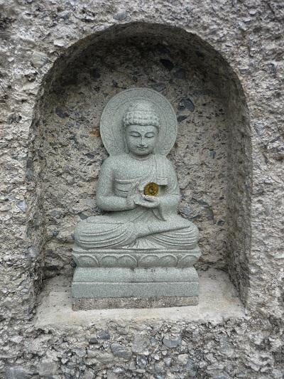 妙満寺‐仏舎利大塔‐外壁の仏さん