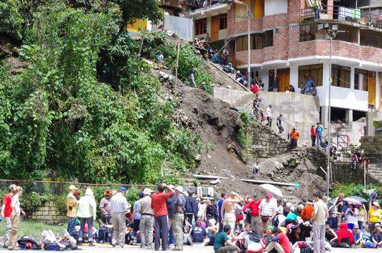 サッカー場の土砂崩れ