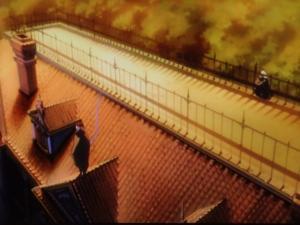 屋根から見守るカラスとフクロウ