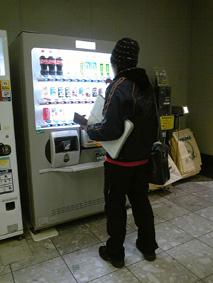 コテツ帰福してまずジュースを買う