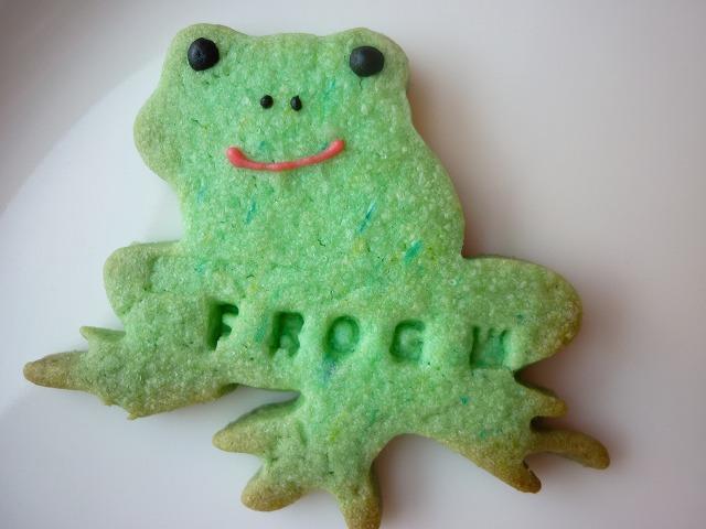 型抜きクッキー 緑カエル 顔入り