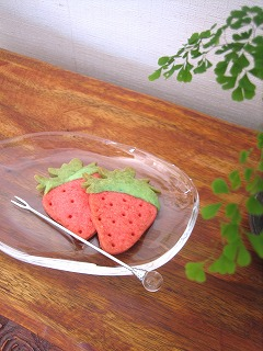 イチゴの型抜き
