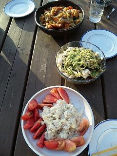 キャンプ場で夕食